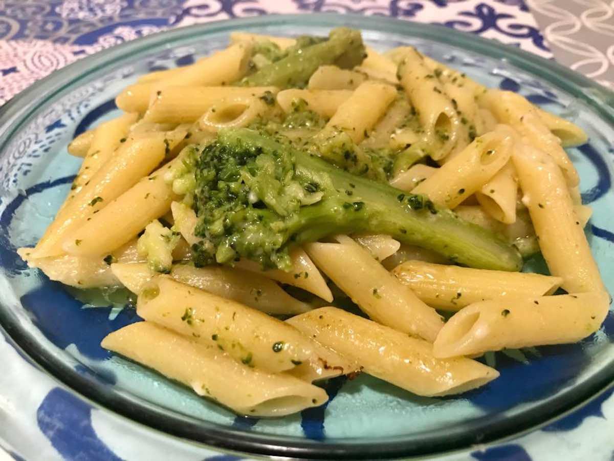 pasta con broccoli siciliani e pecorino